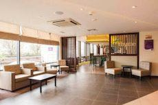 Luton airport hotels luton airport guide for Hotels in luton with swimming pool